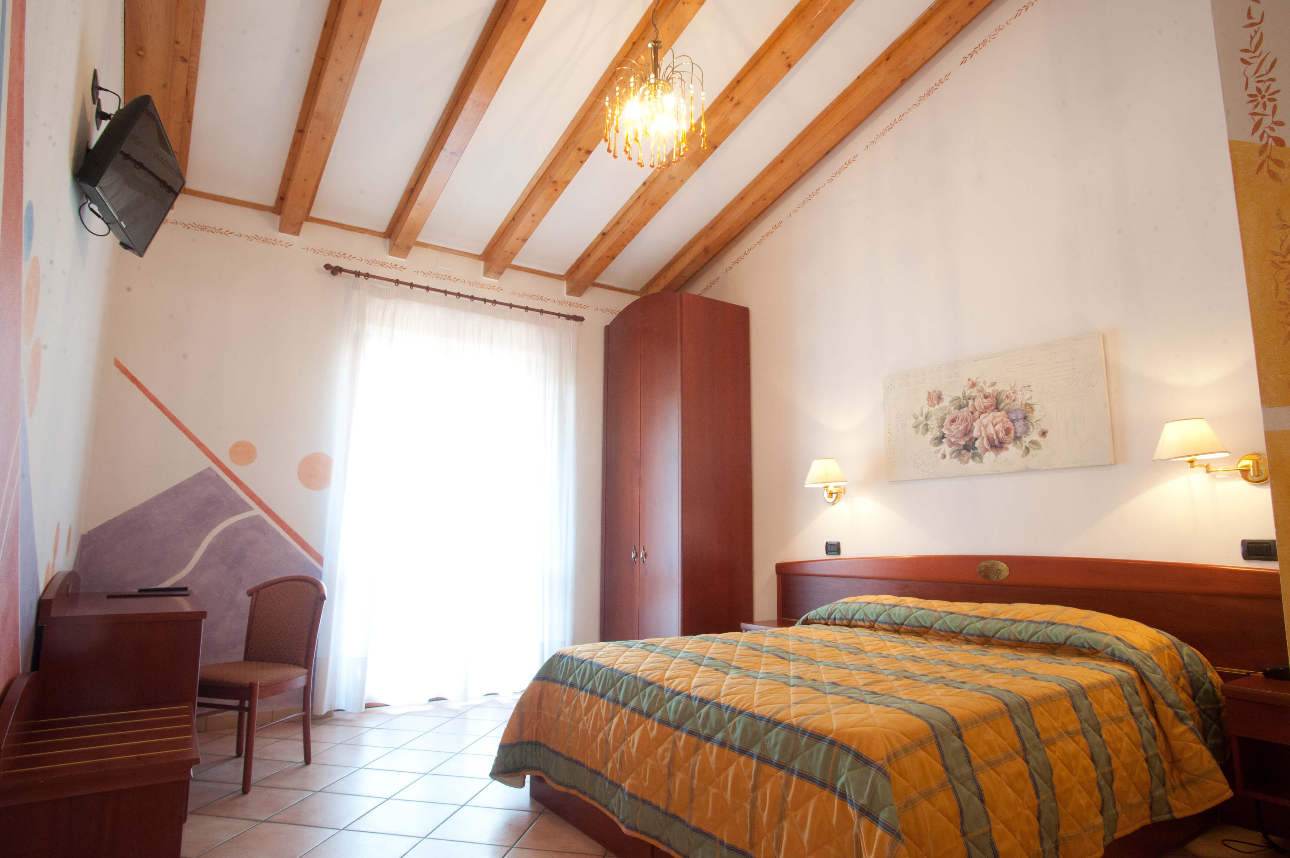 Superior zimmer hotel romantic cavaion veronese lago for Superior zimmer